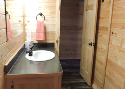 cabin1bathroom2